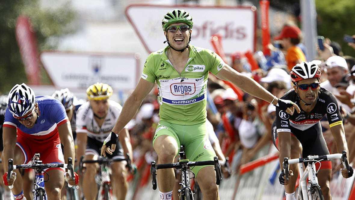 """El alemán John Degenkolb (Argos Shimano),  ha ganado la décima etapa de la Vuelta disputada entre Ponteareas y Sanxenxo, de 190 kilómetros, en la que el español Joaquim """"Purito"""" Rodríguez mantuvo el maillot rojo de líder. Degenkolb logró su cuarta vi"""