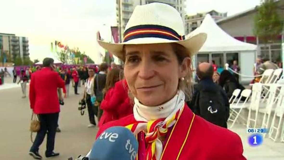 La infanta acudió a Londres a la ceremonia de izado de la bandera y dio ánimos a la representación española en los Juegos Paralímpicos de Londres 2012. El ministro de Educación, Cultura y Deporte, José Ignacio Wert, también estuvo.