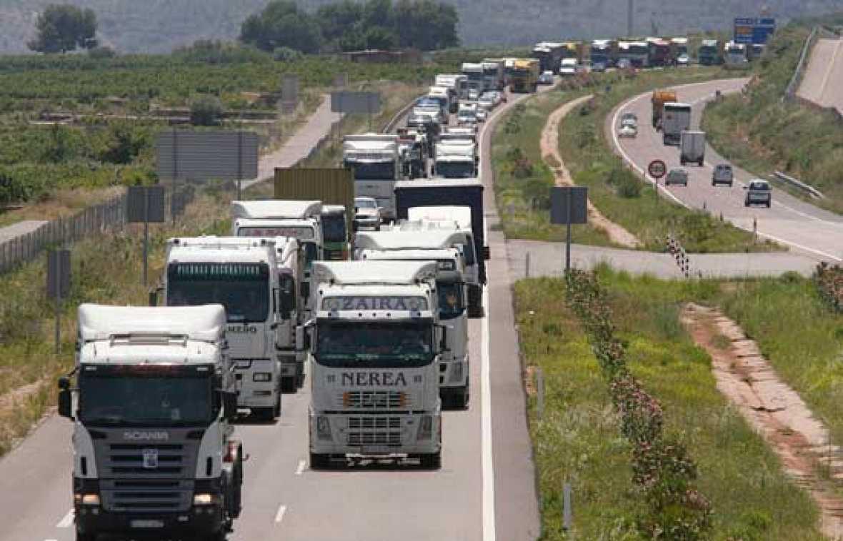 El equipo de Comando Actualidad aborda las consecuencias de la huelga del transporte en 'Desabastecidos'.