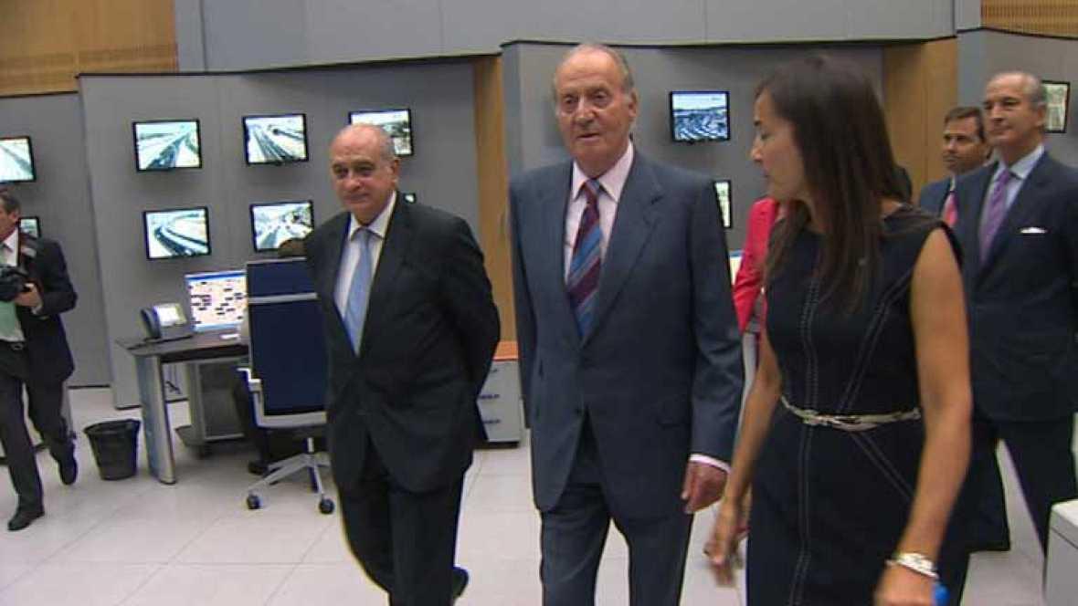 El rey visita las instalaciones de la Dirección General de Tráfico de Madrid