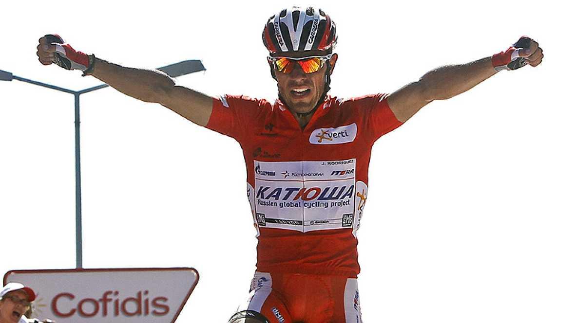 """El español Joaquim """"Purito"""" Rodríguez (Katusha) ha sido el ganador de la duodécima etapa de la Vuelta a España 2012 disputada entre Vilagarcía de Arousa y el Mirador de Ézaro, en Dumbría, de 190 kilómetros, por lo que refuerza el maillot rojo de líde"""