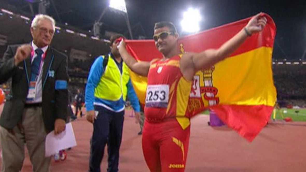 El lanzador paralímpico español David Casinos ha dado a España la tercera medalla de oro en lanzamiento de disco, con una mejor marca de 38,41 que logró en su tercer lanzamiento.