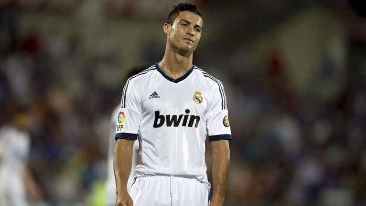 Cristiano Ronaldo no celebró los goles que le marcó al Granada en el Bernabéu y después realizó unas declaraciones ante la prensa en las que dijo estar triste por cuestiones más profesionales que personales. En el club creen que el jugador podría ten
