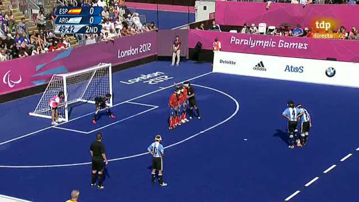 La selección española de fútbol sala para ciegos se clasificó este  martes para las semifinales del torneo de los Juegos Paralímpicos de Londres tras empatar sin goles en su último partido de la fase de  grupos ante Argentina.