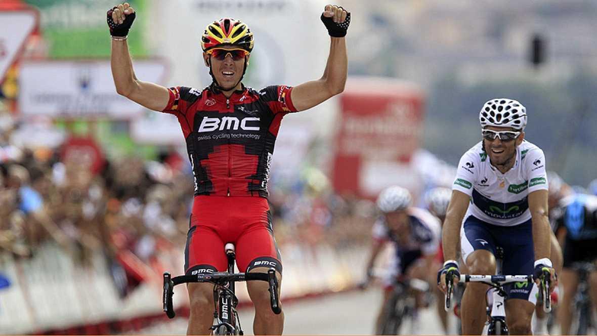 El corredor belga Philippe Gilbert, del BMC, se ha adjudicado la  decimonovena etapa de la Vuelta ciclista a España, disputada entre  Peñafiel y La Lastrilla sobre 178,4 kilómetros, por delante del  español Alejandro Valverde (Movistar) y Dani Moreno