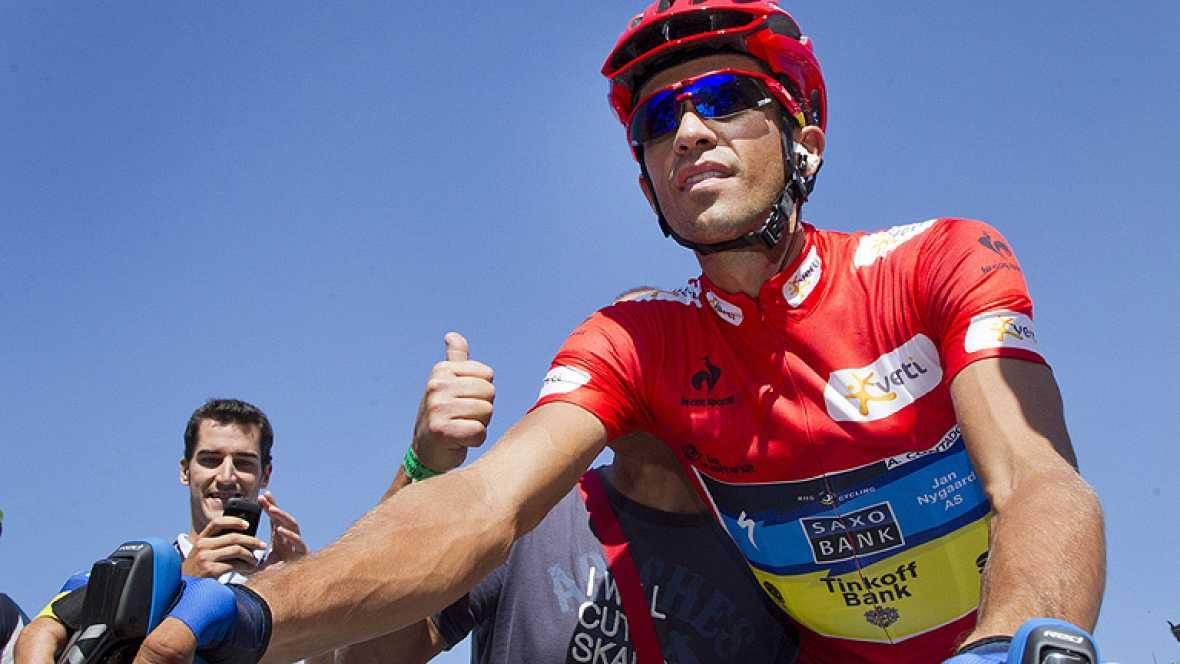 """El corredor español Alberto Contador (Saxo Bank), líder de la Vuelta a España 2012, ha asegurado esta tarde en rueda de prensa, tras la llegada a La Lastrilla (Segovia), que mañana espera ataques de Valverde y Purito porque es """"la última posibilidad"""""""