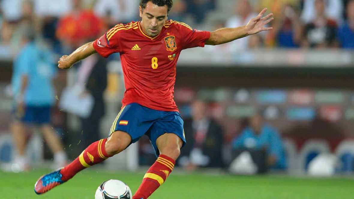 El centrocampista español anota de un espectacular lanzamiento directo de falta nada más salir en la segunda parte en sustitución de Cesc.