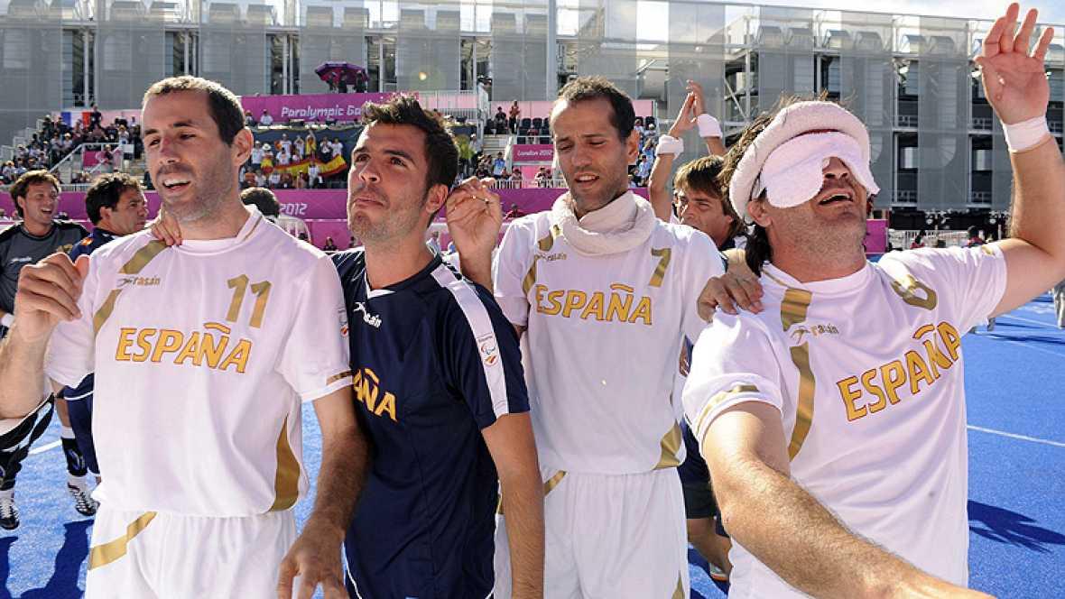 La selección española paralímpica de fútbol 5 (ciegos) ha obtenido la medalla de bronce al devolver la moneda que le endosó Argentina en los Juegos de Atenas 2004, al vencer en los penaltis tras acabar el partido con empate a cero.