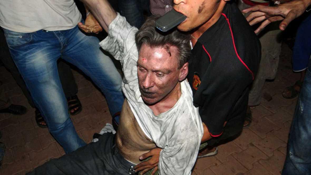 Un ataque de milicias armadas en protesta por una polémica películas sobre Mahoma contra el consulado de EE.UU. en Bengasi ha provocado la muerte del embajador, Christopher Stevens, y tres funcionarios.
