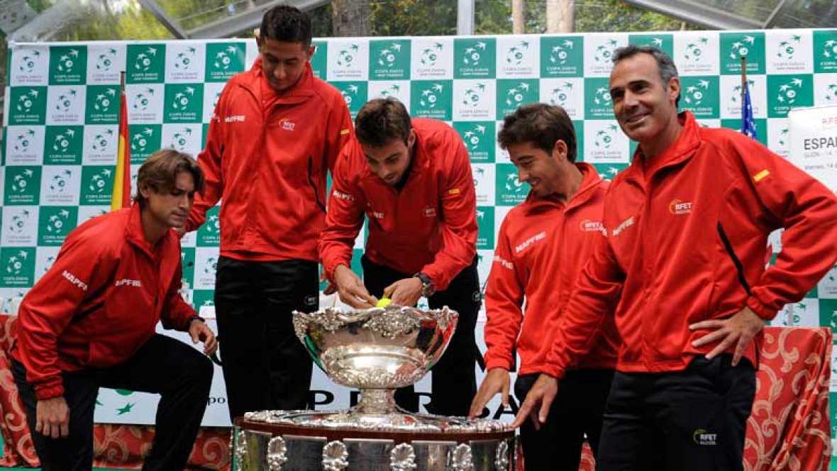 Este viernes comienzan las semifinales de la Copa Davis que jugarán España y Estados Unidos... David Ferrer, que llega en su mejor momento, será el primero en saltar a la pista, y se medirá a Sam Querrey.