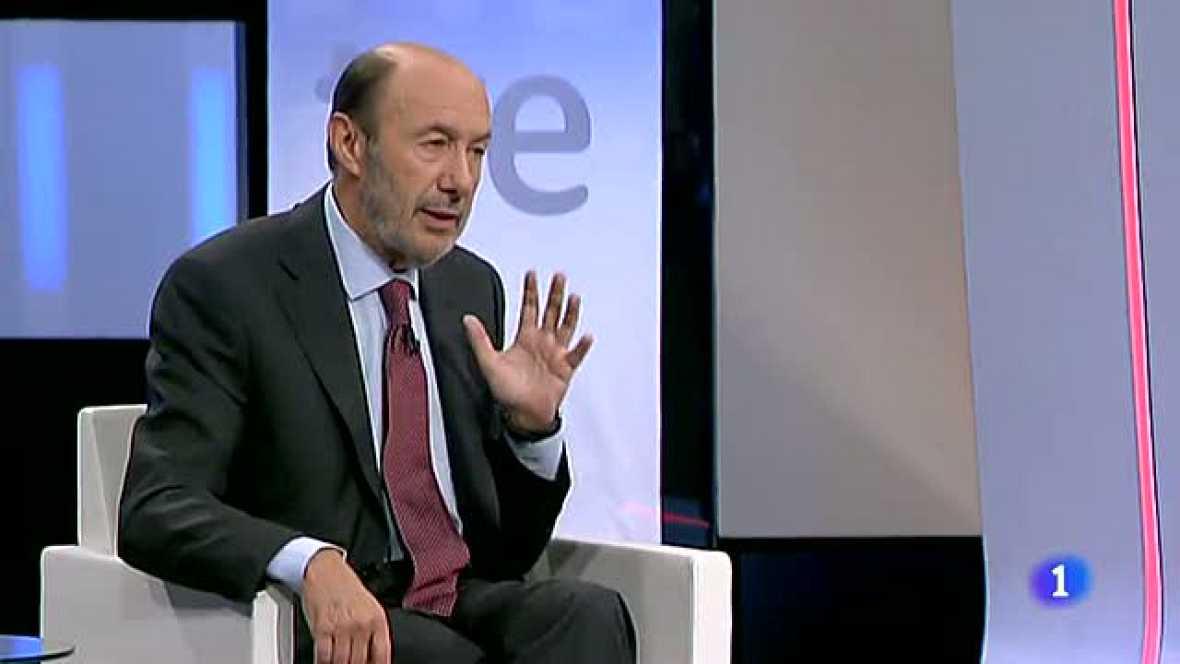 """Rubalcaba: """"A Rajoy se le está escapando el país de las manos"""""""
