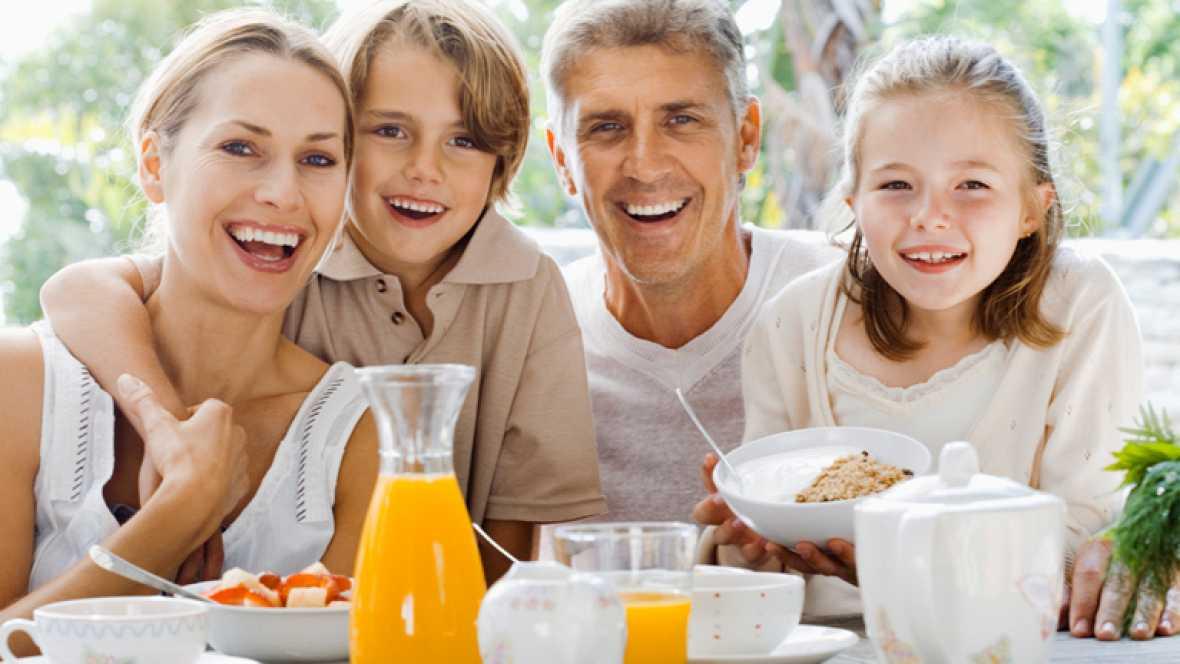 Un buen desayuno es fundamental para que afrontemos el día con energía. Un café, fruta y proteínas (clara de huevo o algún fiambre bajo en grasas) son los tres aliados que no pueden faltar en tu desayuno ideal.