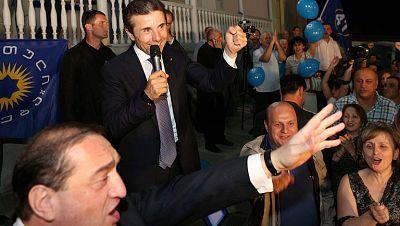 Los primeros resultados oficiales otorgan a la oposición de Georgia la ventaja en las legislativas