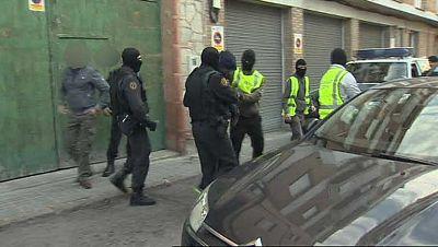 Golpe policial en Barcelona a una red internacional de falsificación de documentos