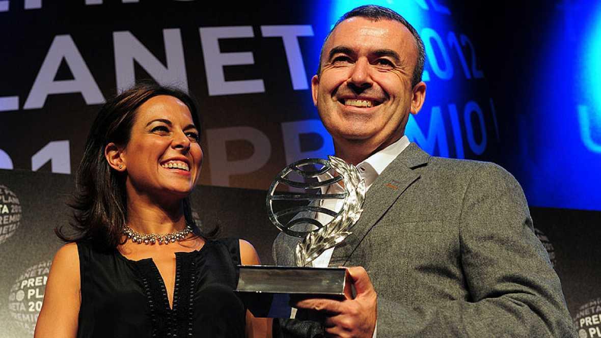 Lorenzo Silva gana el Premio Planeta 2012 y Mara Torres queda finalista