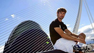 El tenista español Juan Carlos Ferrero se despide de su afición en el Valencia Open 500. Teledeporte repasa los momentos más brillantes de su exitosa carrera.