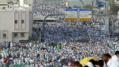 Los fieles ascienden al monte Arafat en el día más importante de la peregrinación a La Meca