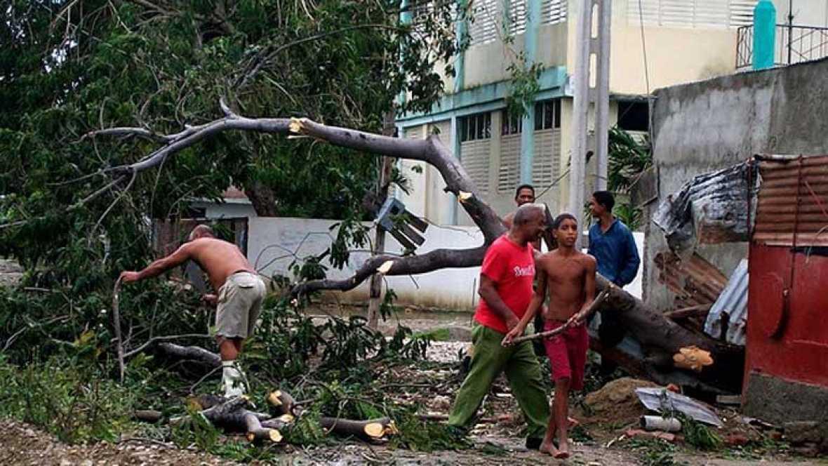El huracán Sandy se dirige hacia el nordeste por el Atlántico