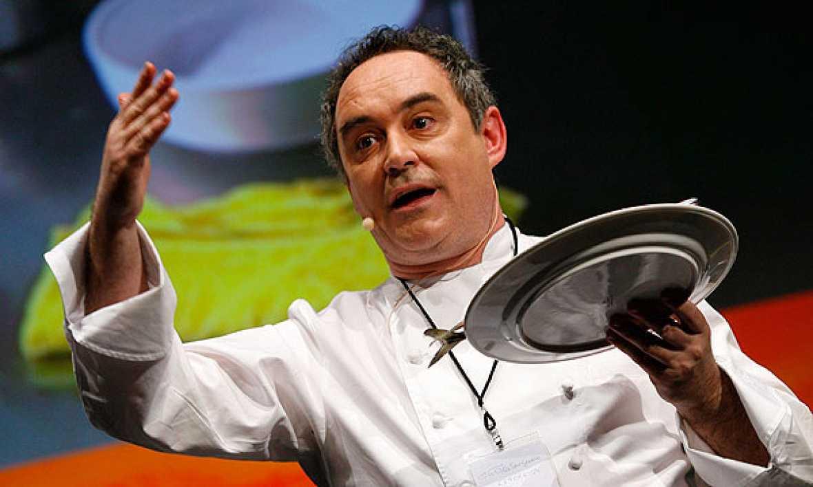 Ferrán Adrià habla de la polémica con Santi Santamaría y defiende sus prácticas culinarias.