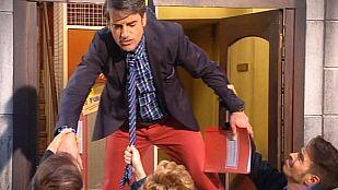 Stamos okupa2 - Carlos cae del balcón... con arnés