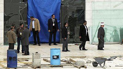 Forenses toman muestras óseas del cadáver de Arafat para determinar las causas de su muerte