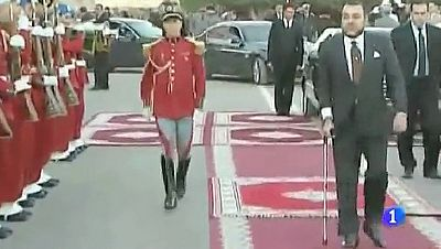 Mohamed VI ha aparecido apoyado en una muleta y cojeando levemente
