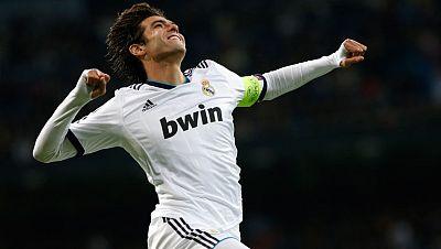 El brasileño Kaká ha marcado un golazo ante el Ajax de Amsterdam, en el minuto 49 de juego, para hacer el 3-0.
