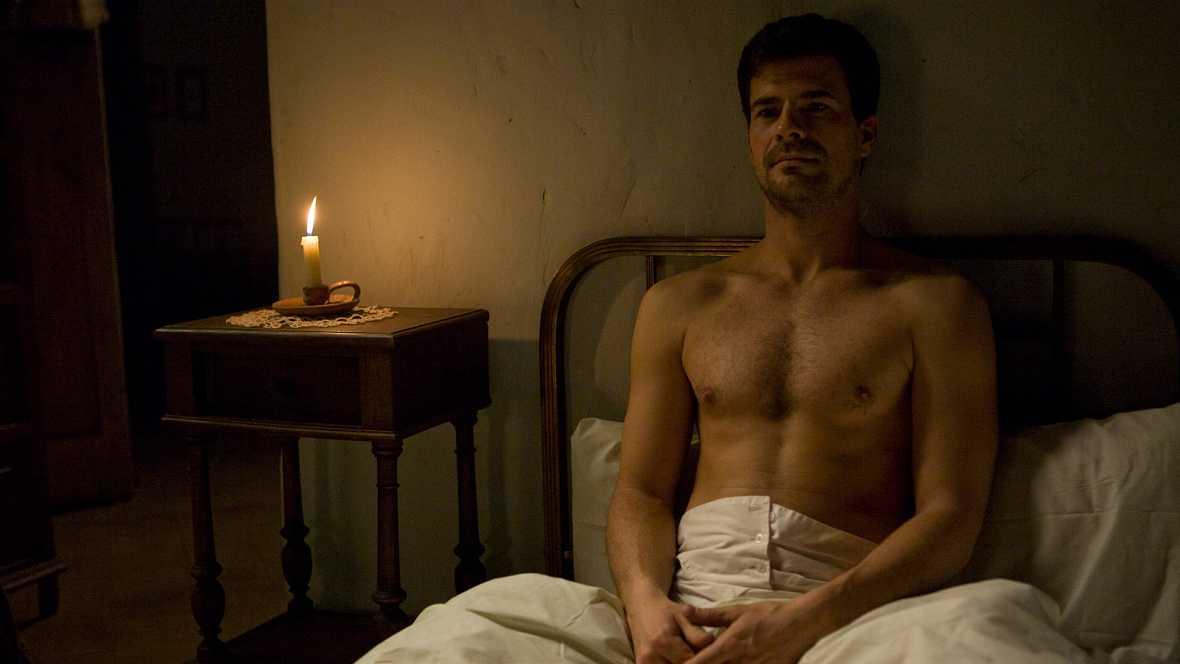 La Señora - Capítulo 26 - Tras la muerte de Amalia, tanto Ángel como Salvador buscan consuelo - ver ahora
