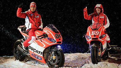 Se ha celebrado la tradicional reunión invernal de Ducati y Ferrari en la estación de esquí italiana de Madonna di Campiglio. El próximo 7 de abril comienza el Mundial de MotoGP, sin Valentino Rossi en la escudería italiana, todo un reto, que contará