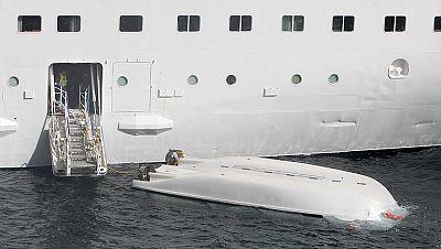 La rotura del cabo de proa del bote accidentado en Santa Cruz  de La Palma provocó que cayera y quedara boca abajo