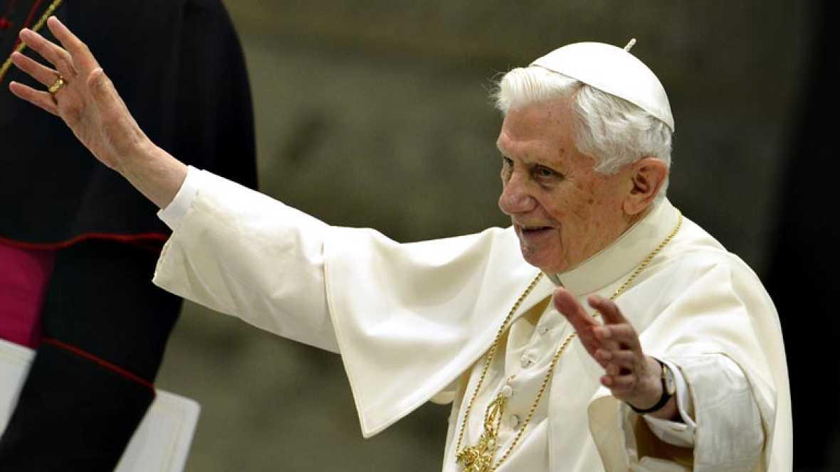 """Benedicto XVI agradece el """"amor"""" de los fieles y pide que se extienda al futuro papa"""