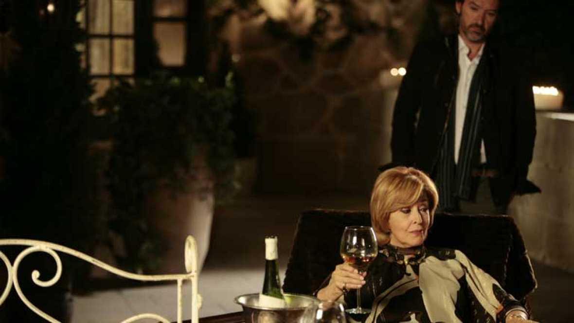 Herederos - Capítulo 22 - Carmen y Bernardo han cometido un error: tienen a una niña que no es Claudia - ver ahora
