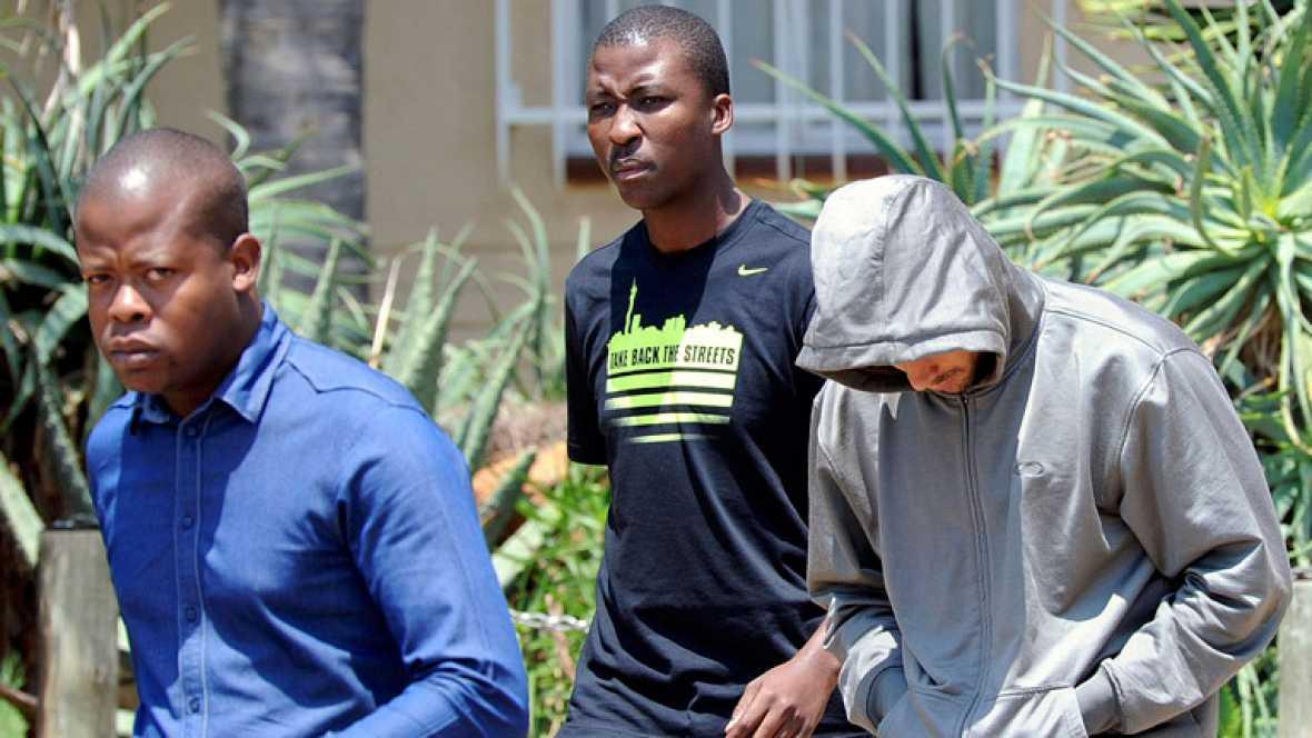 Óscar Pistorius acusado del asesinato de su novia