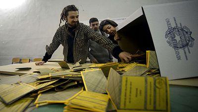 El lento recuento electoral en Italia provoca el temor a la ingobernabilidad