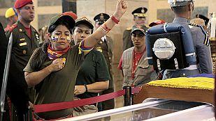 Despedida en la capilla ardiente de Hugo Chávez