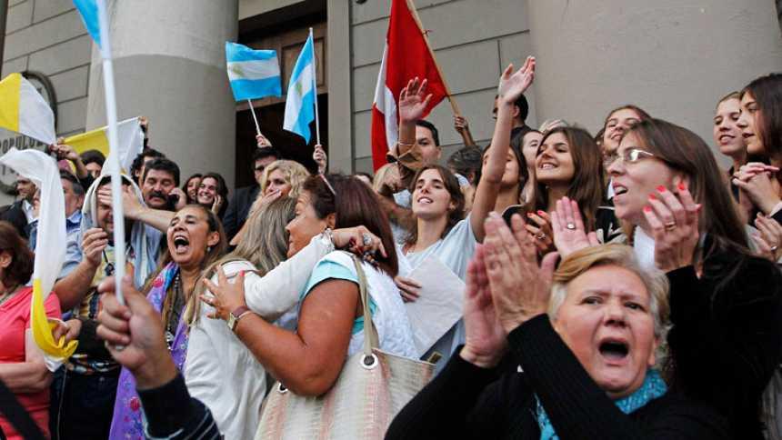 Argentina celebra con orgullo y emoción la elección del papa Francisco