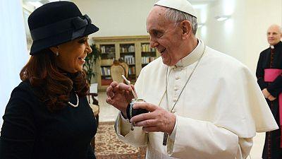 Cristina Fernández pide al papa mediación en las Malvinas durante su primer encuentro del papado