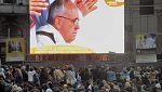 Cientos de argentinos se reúnen para asistir a la misa de Pontificado del Papa Francisco