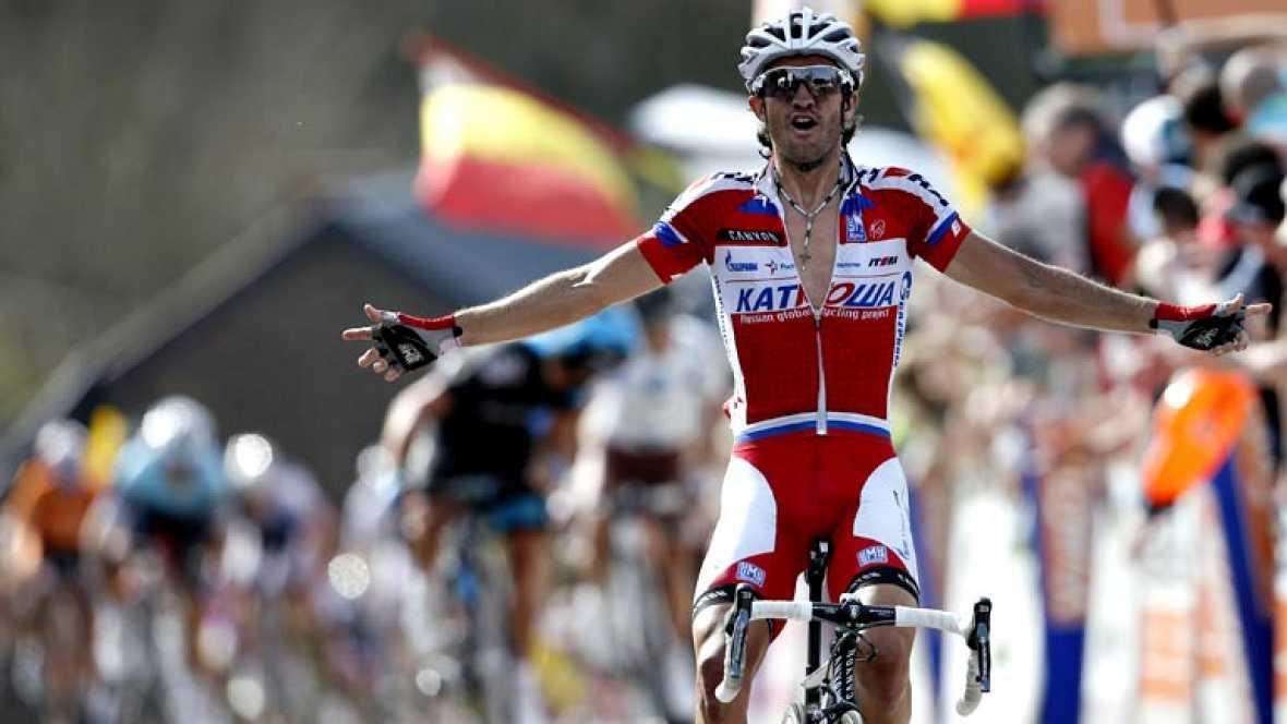 El español Daniel Moreno, del Katusha, se impuso hoy en la 77 edición de la Flecha Valona de ciclismo, disputada entre las localidades belgas de Binche y Huy sobre 205 kilómetros.   A pocos metros de la meta, Dani Moreno superó al colombiano Carlos B