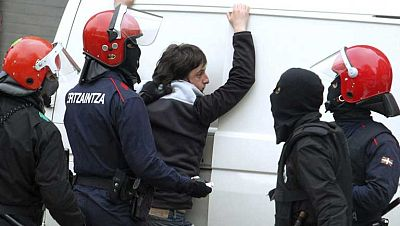 La Ertzaintza detiene a seis de los ocho miembros de Segi pese a la acampada en San Sebastián