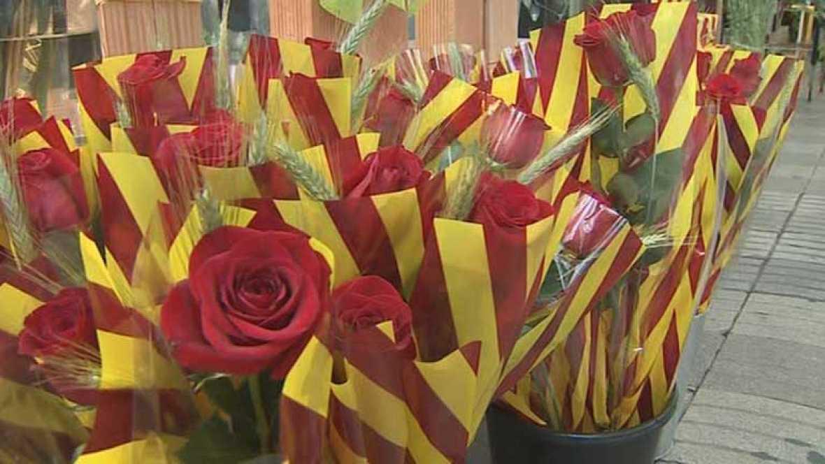 Cataluña se echa a la calle para cumplir con la tradición de regalar una rosa y un libro