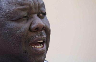 El líder de la oposición en Zimbabue, Morgan Tsvangirai, no se presentará a la segunda vuelta de las elecciones presidenciales en señal de protesta por la violencia que están sufriendo los opositores al régimen de Mugabe.