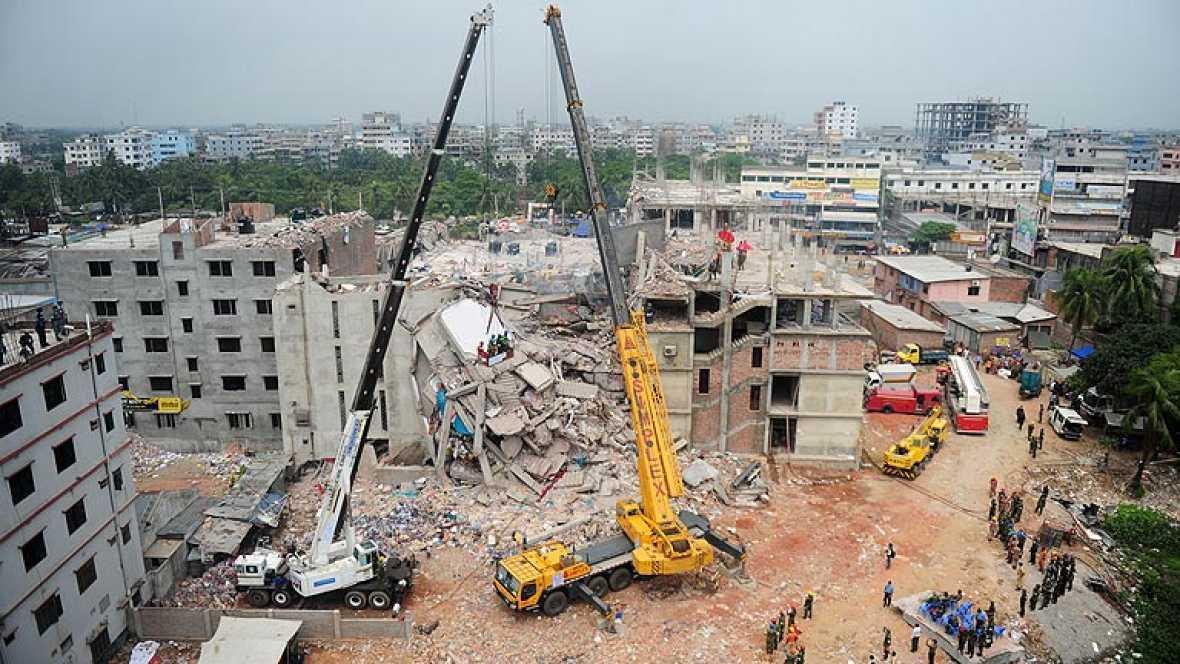 Las autoridades de Bangladesh pierden la esperanza de encontrar supervivientes