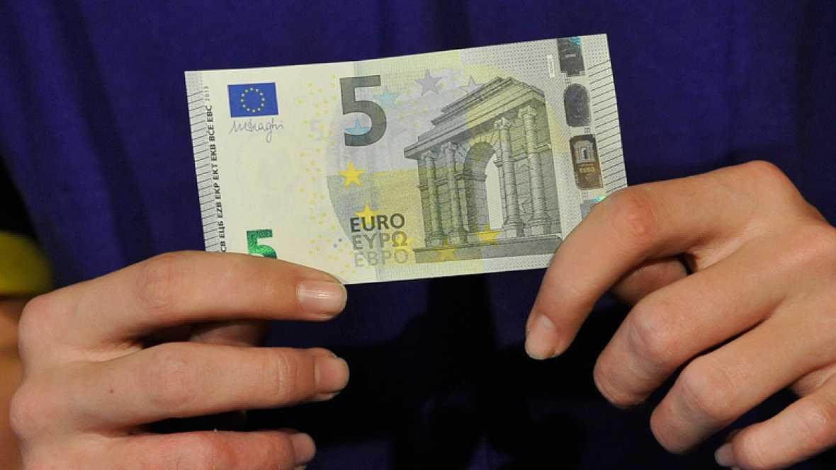 Sale a circulación un nuevo billete de cinco euros