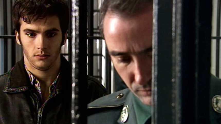 Cuéntame cómo pasó - Carlos Alcántara ingresa en prisión (Capítulo 250)