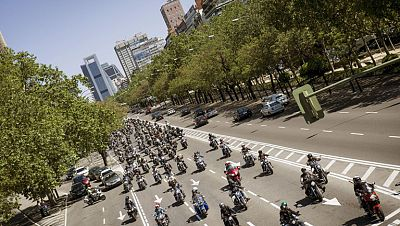 Una concentración motera recorre las calles del centro de Madrid