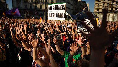 Miles de personas salen a la calle en el segundo aniversario del 15M