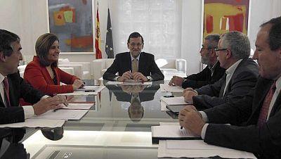 UGT y Comisiones Obreras y Mariano Rajoy comparecen en Moncloa