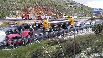 Una colisión con unos 50 vehículos implicados deja 13 heridos en la A-1