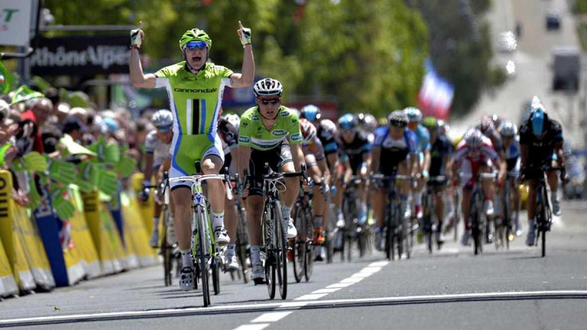El italiano Elia Viviani (Cannondale), un corredor procedente del ciclismo en pista, se mostró superior al esprint para ganar la segunda etapa del Dauphiné, disputada entre Châtel y Oyonnax, de 191 kilómetros, en la que el canadiense David Veilleux (